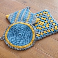 366 Crocheted Pot Holders and Trivet Kit